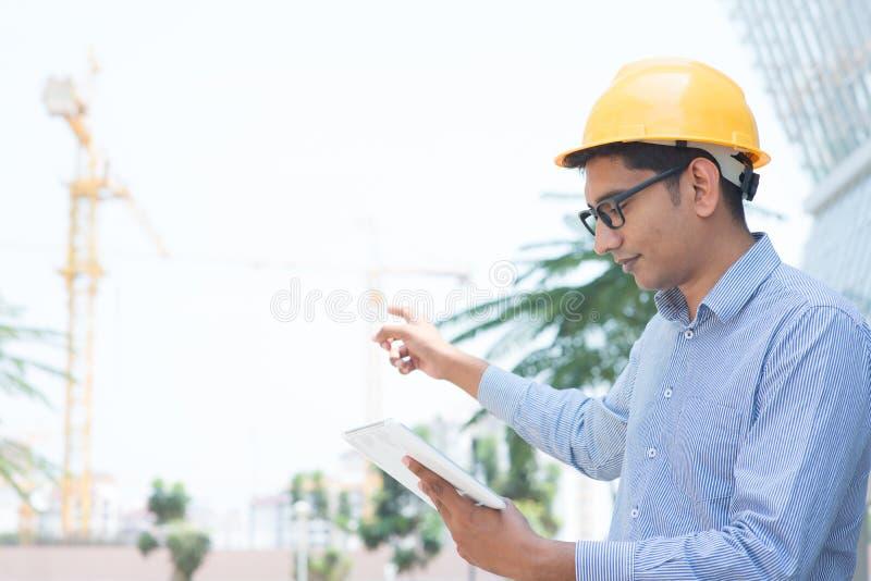 Азиатский индийский инженер стоковая фотография rf