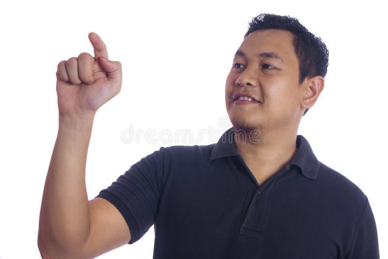 Азиатский конец человека вверх усмехаясь указывающ сторона стоковое фото