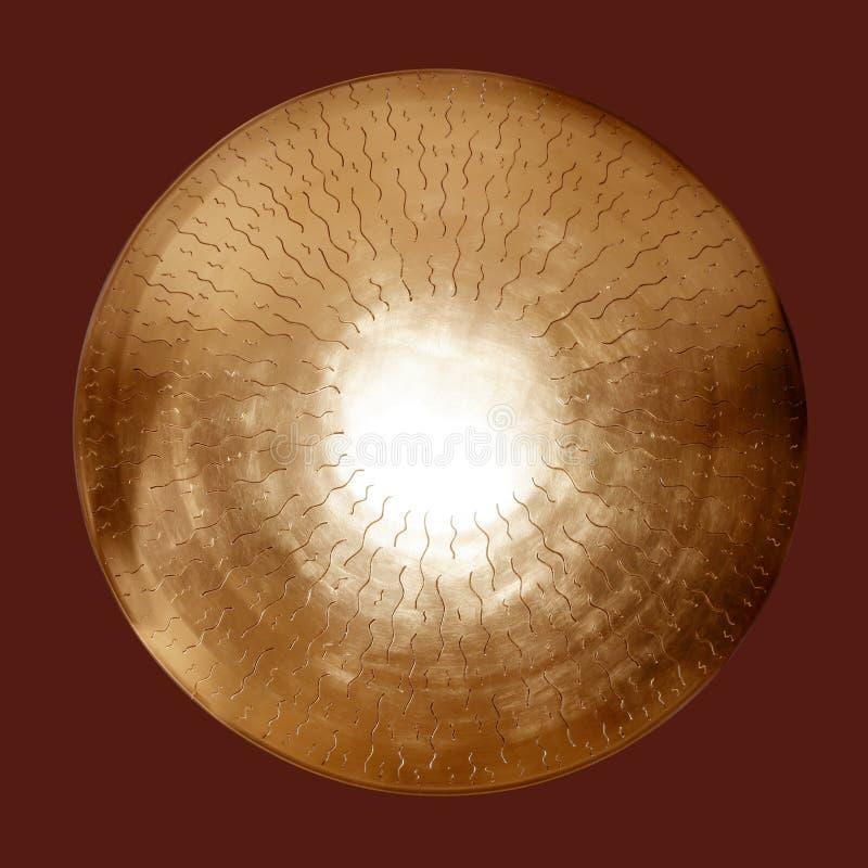 азиатский латунный золотистый гонг изолированный кругом стоковые фото
