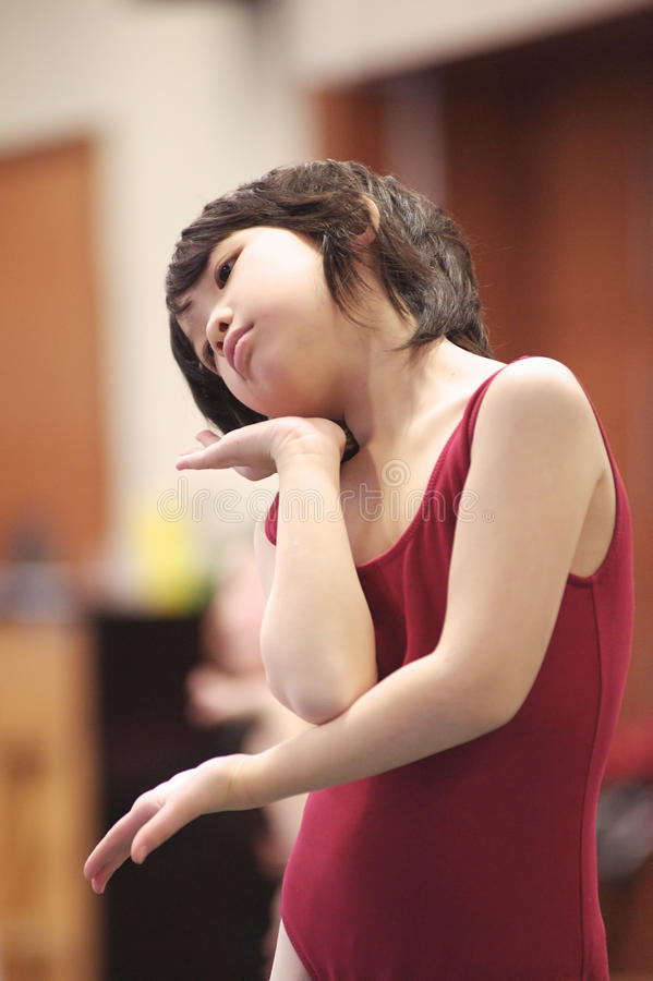 азиатский малыш танцы стоковое фото