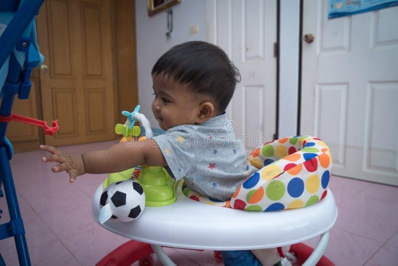 Азиатский мальчик на езде для детей стоковые фотографии rf