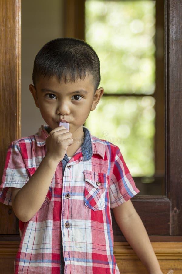 азиатский мальчик немногая стоковая фотография