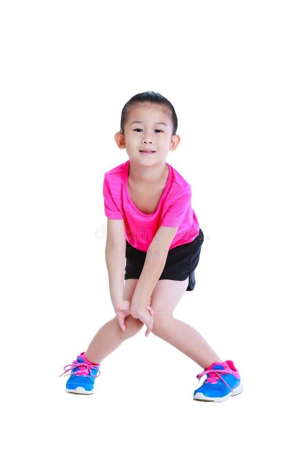 Азиатский милый ребенок делая тренировки белизна изолированная предпосылкой стоковые фотографии rf
