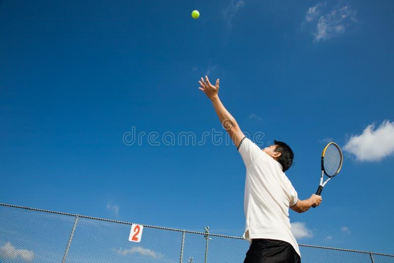 Download азиатский мыжской играя теннис Стоковое Фото - изображение насчитывающей adulteration, athens: 6866864