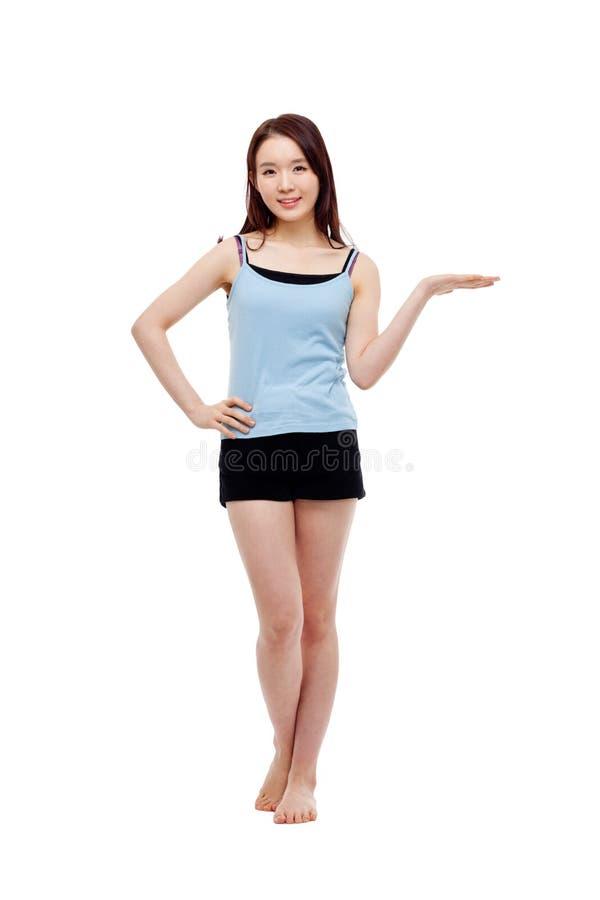 Азиатский настоящий момент женщины что-то. стоковая фотография