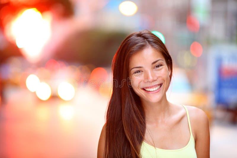 Азиатский портрет города девушки стоковая фотография rf