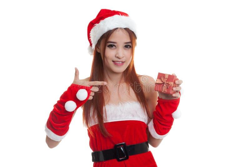 Азиатский пункт девушки Санта Клауса рождества к подарочной коробке стоковые изображения rf