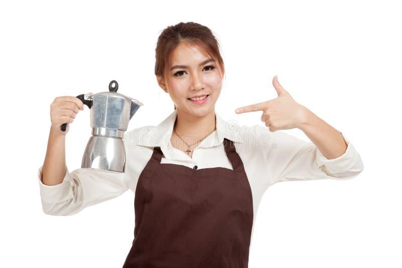 Азиатский пункт девушки barista к баку Moka кофе стоковое изображение rf