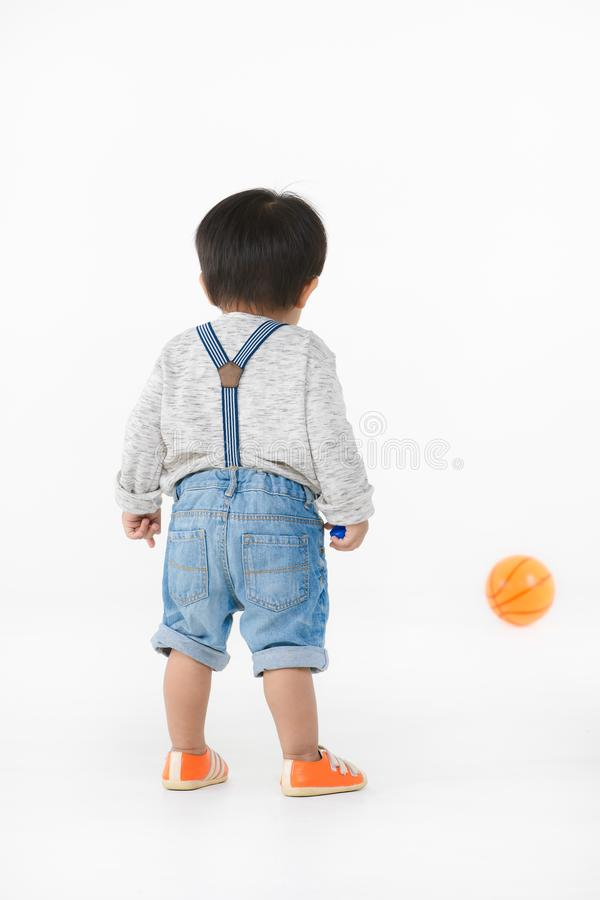 Азиатский ребенк играя с игрушкой стоковые изображения rf