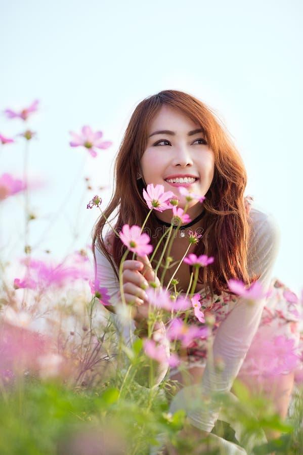 Азиатский смех девушки стоковые изображения
