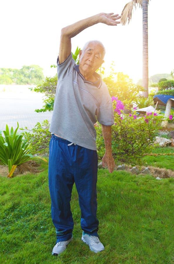 Азиатский старший мужчина стоковое изображение rf