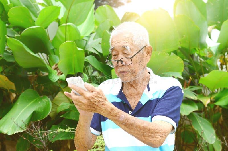 азиатский старший человека стоковое изображение rf