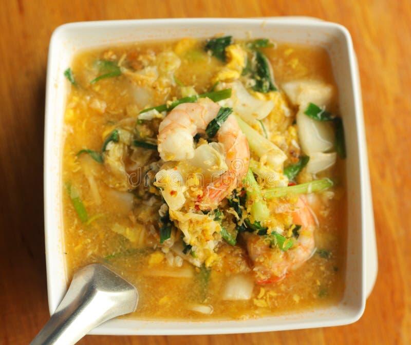 Азиатский тайский суп кухни с креветками и овощами curri стоковое фото