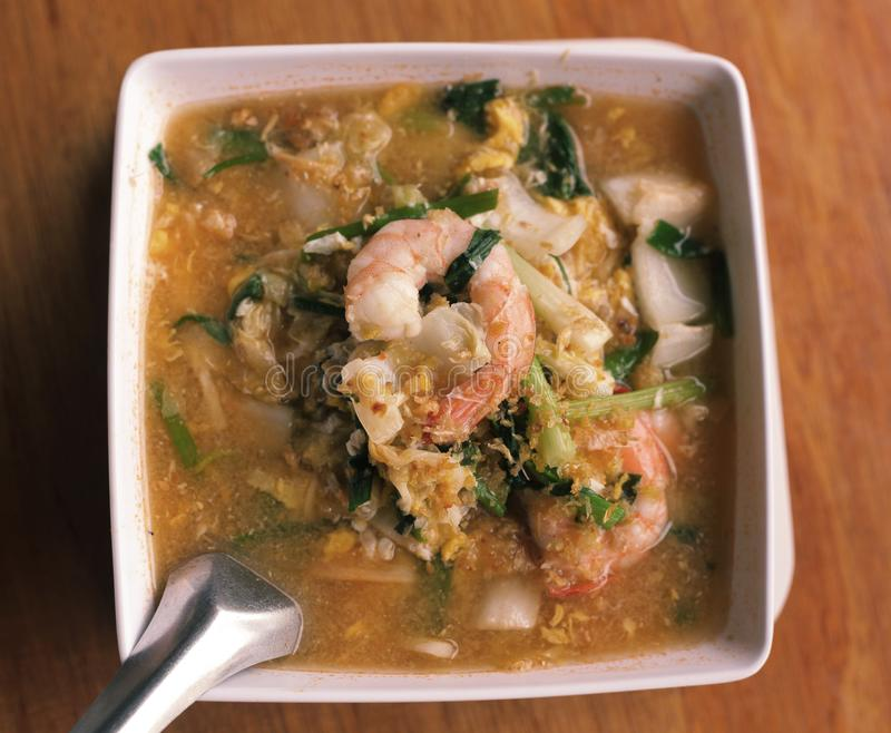 Азиатский тайский суп кухни с креветками и овощами curri стоковые изображения rf