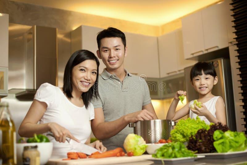 азиатский уклад жизни семьи стоковое фото