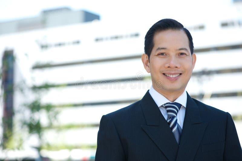 Download Азиатский усмехаться бизнесмена Стоковое Изображение - изображение насчитывающей adulteration, счастливо: 41653493