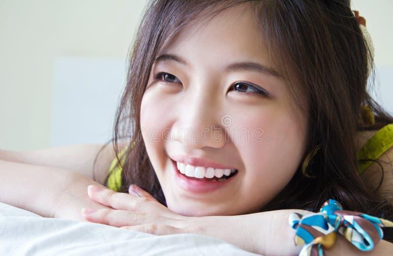 Азиатский усмехаться женщины стоковые изображения rf