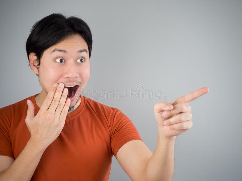 азиатский удивленный человек стоковое фото