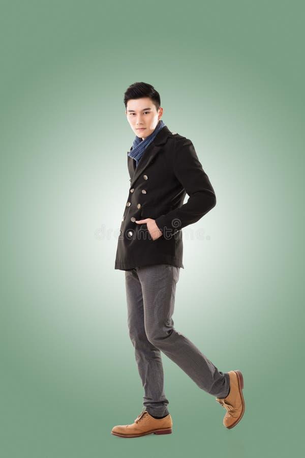 Азиатский холод чувства молодого человека стоковая фотография