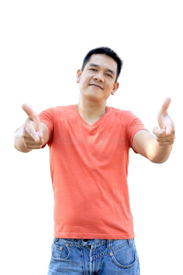 Азиатский человек стоит в передний указывать на белую предпосылку стоковая фотография