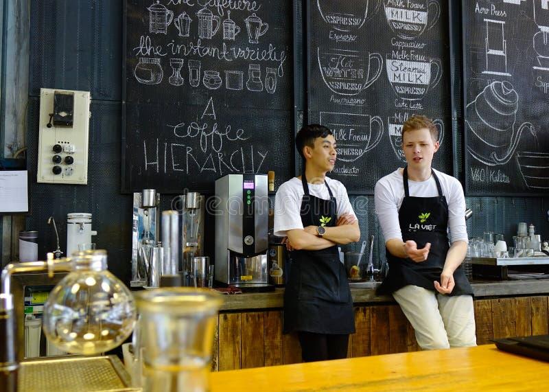 Азиатское мужское barista стоковое фото rf