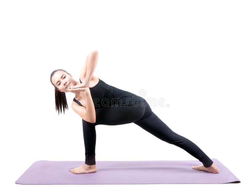 Азиатское оприходование йоги здравоохранения женщины изолировало белую предпосылку стоковая фотография