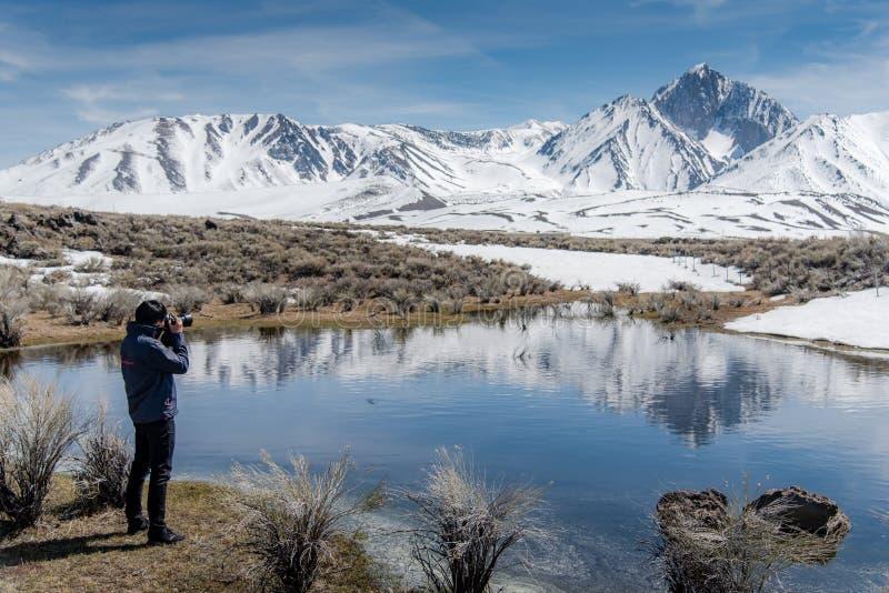 Азиатское туристское принимая фото Mammoth Mountain стоковая фотография rf
