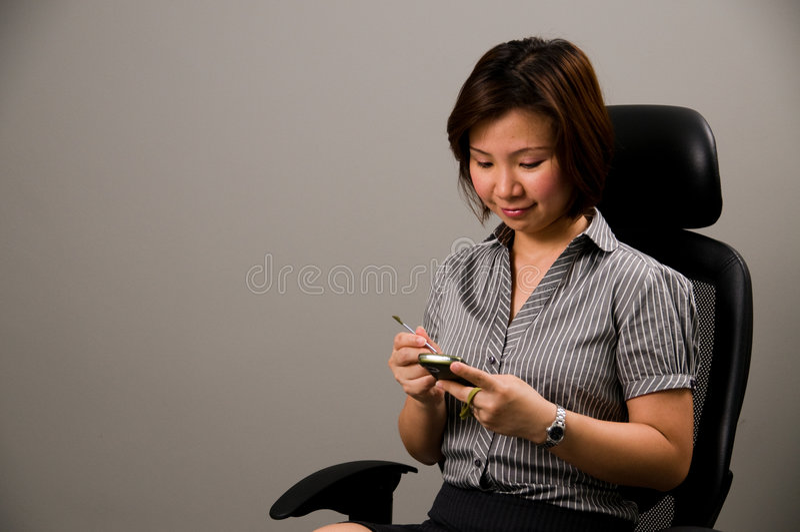 азиатское pda повелительницы дела одежды используя стоковые изображения rf