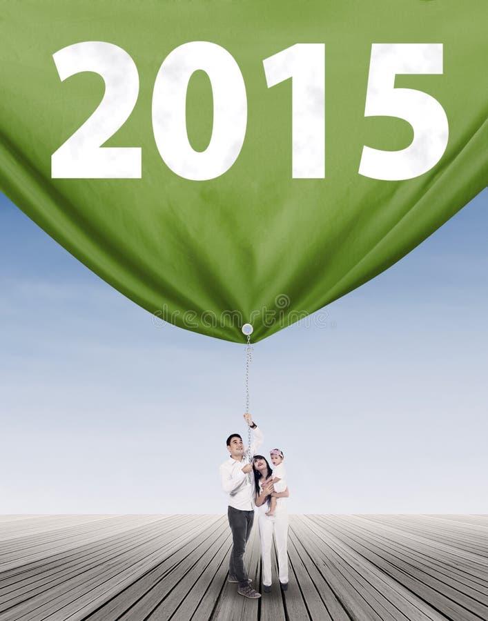 2015 азиатской семьи волоча стоковые фото