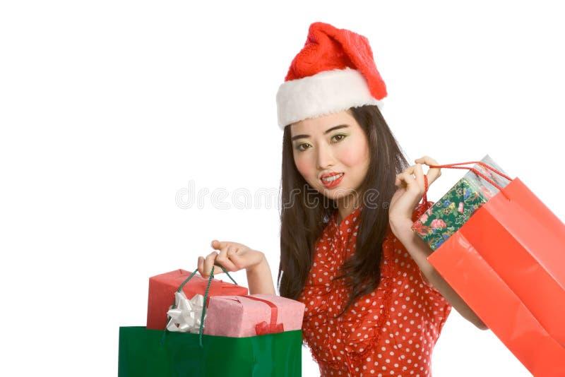 азиат кладет женщину в мешки покупкы подарка рождества стоковые фото