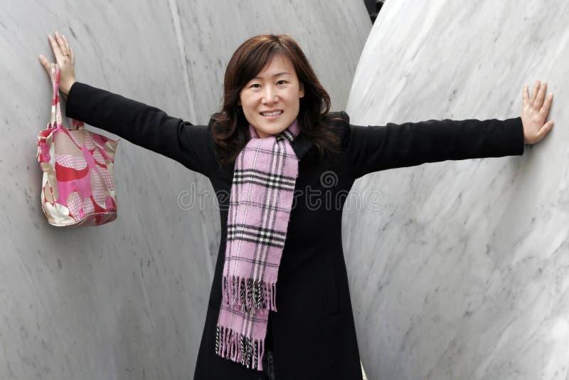 азиат одевает зиму девушки стоковая фотография