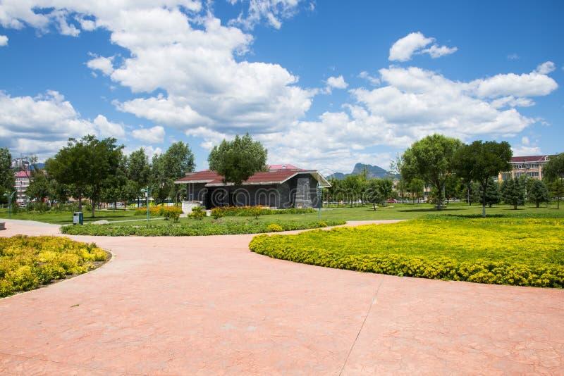 Азия Китай, Пекин, река Forest Park Guishui, пейзаж сада, цветники стоковое фото rf