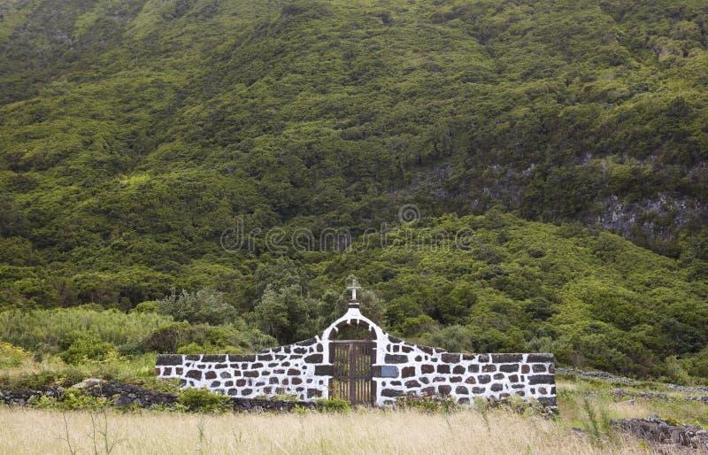Азорские островы благоустраивают с сельским кладбищем в острове Джордж Sao Portug стоковые изображения