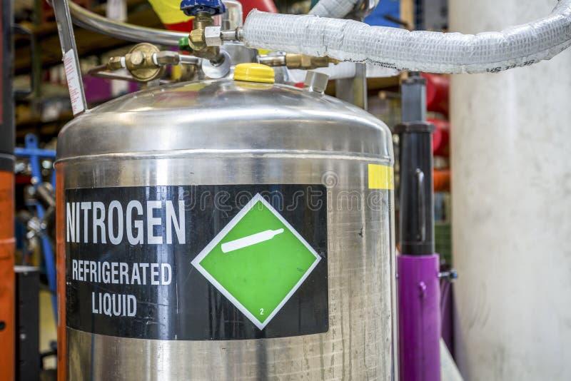 азот Refrigerated жидкость стоковая фотография rf