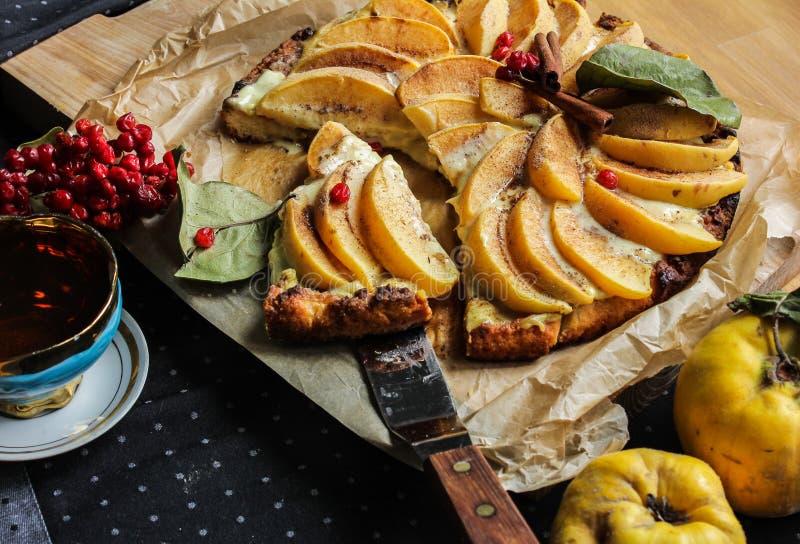 Айва флана с циннамоном и клюквами custard Печенье Shortcrust стоковое изображение rf