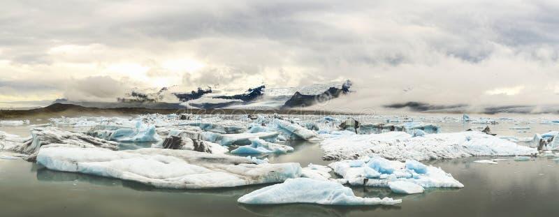 Айсберги озера Jokulsarlon стоковая фотография rf