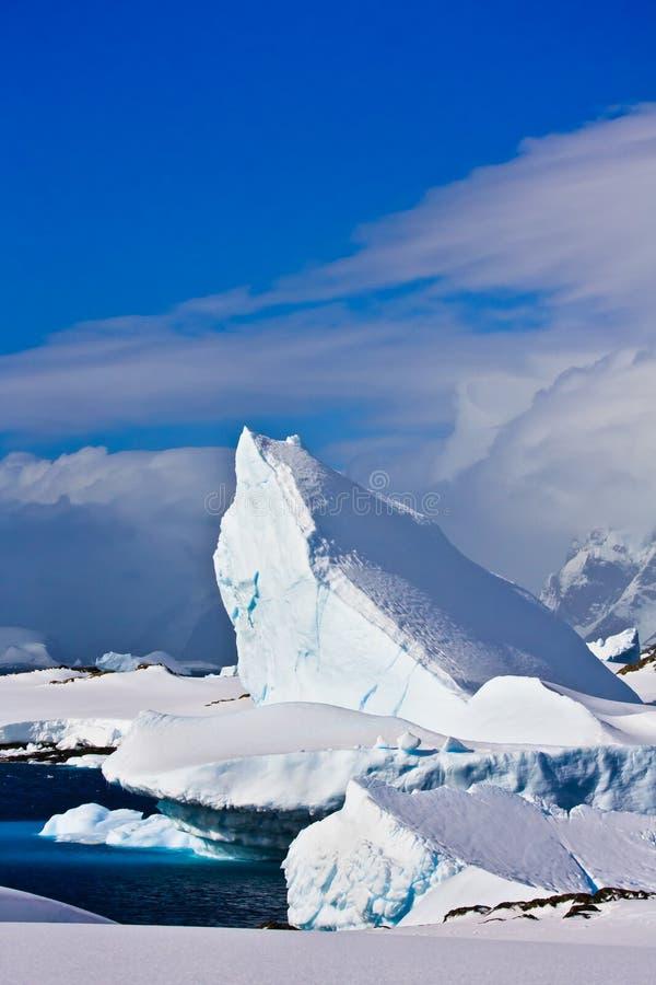 айсберг Антарктики огромный стоковое изображение