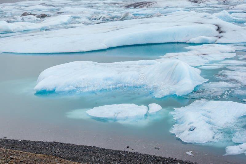 Айсберг в лагуне ледника Jokulsarlon, Исландии стоковые фото