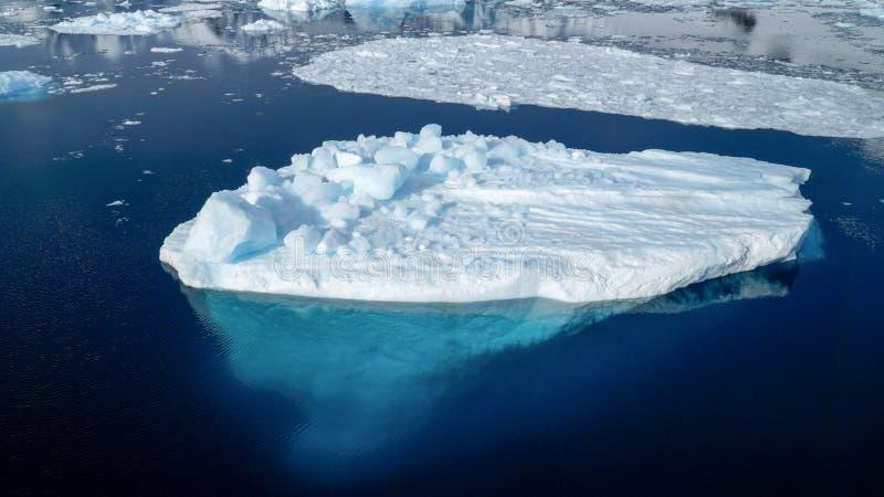 Айсберг в канале Neumayer в Антарктику стоковая фотография