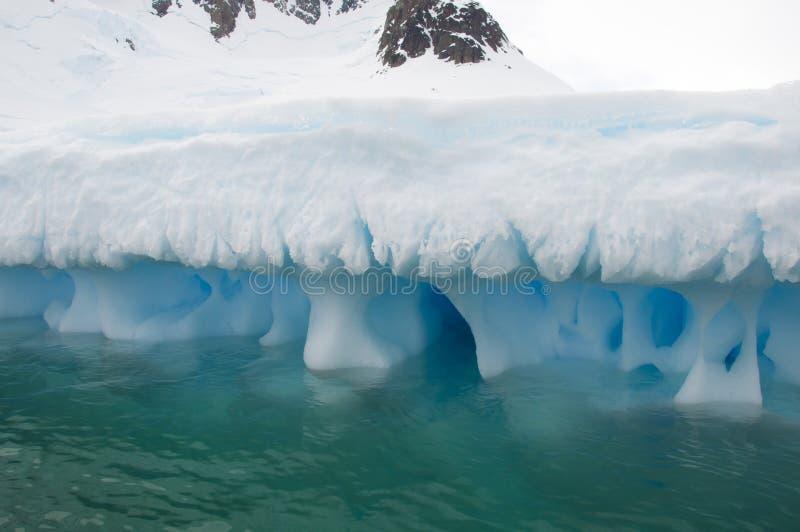 Айсберг в приантарктическом океане стоковые изображения