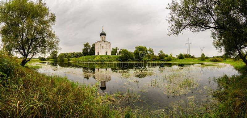 акварель virgin реки nerl ландшафта intercession церков святейшая стоковое фото