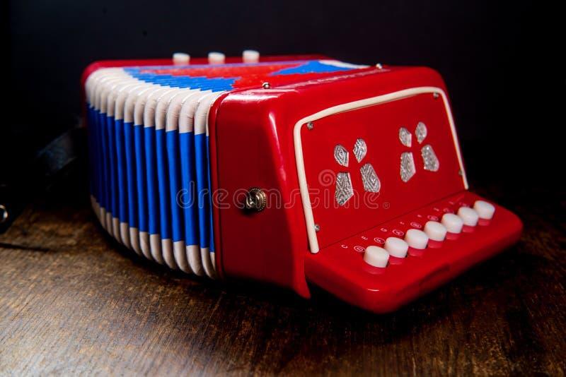 Аккордеон музыкального инструмента игрушки стоковое фото