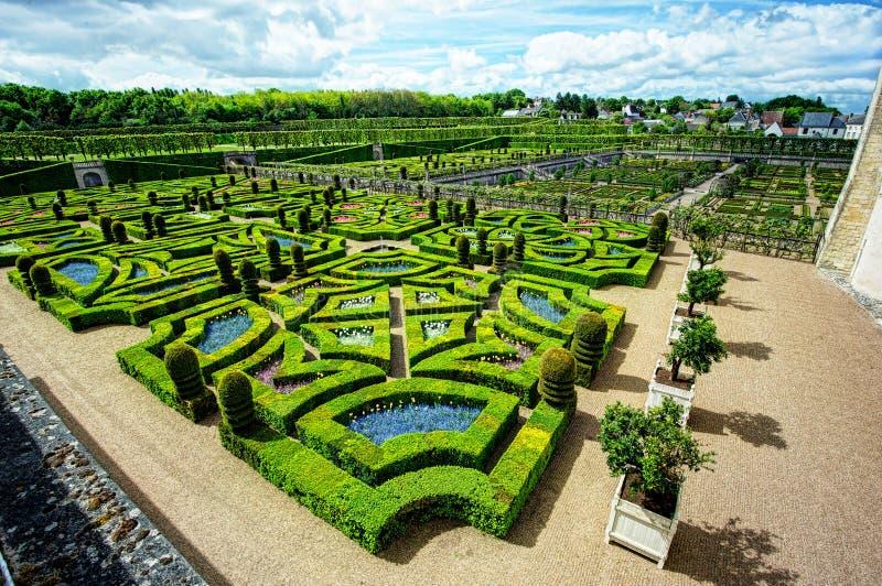 Аккуратный сад на французском замке стоковое фото rf