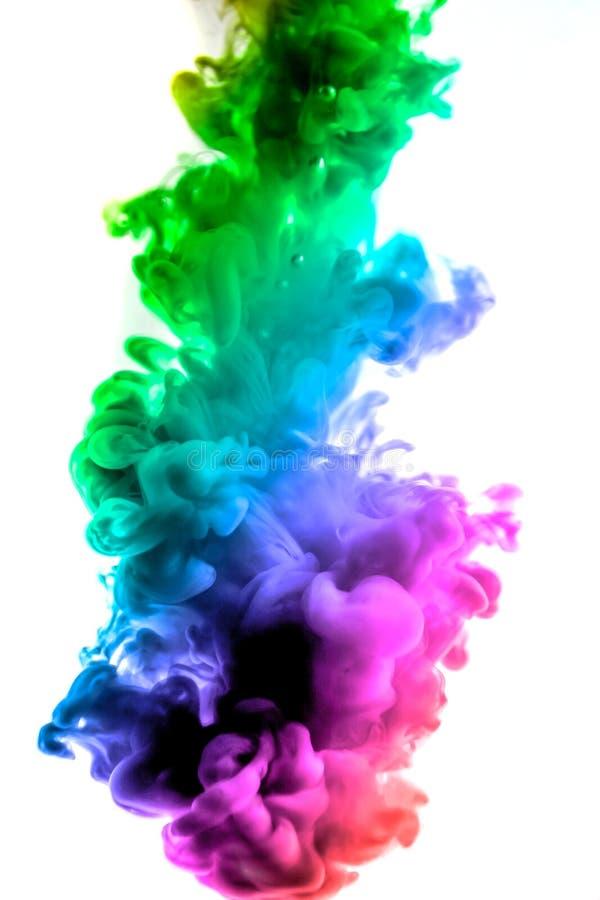 Акриловые цвета и чернила в воде абстрактная рамка предпосылки На белизне стоковые изображения rf