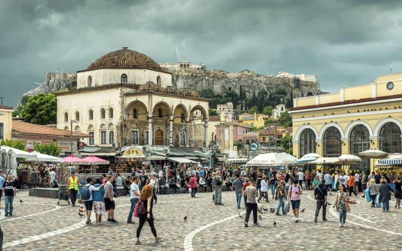Акрополь квадрата Monastiraki обозревая в Афина, Греции стоковое изображение