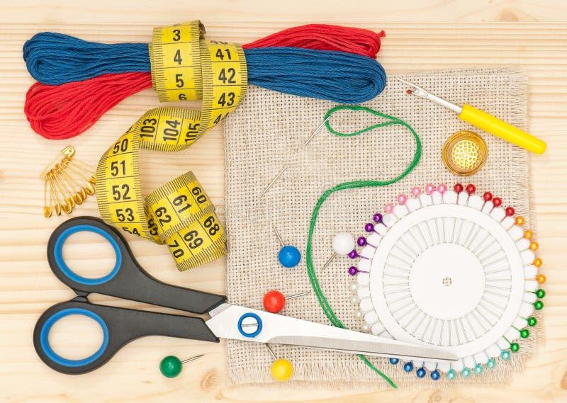 Download Аксессуары вышивки стоковое изображение. изображение насчитывающей конструкция - 41657031