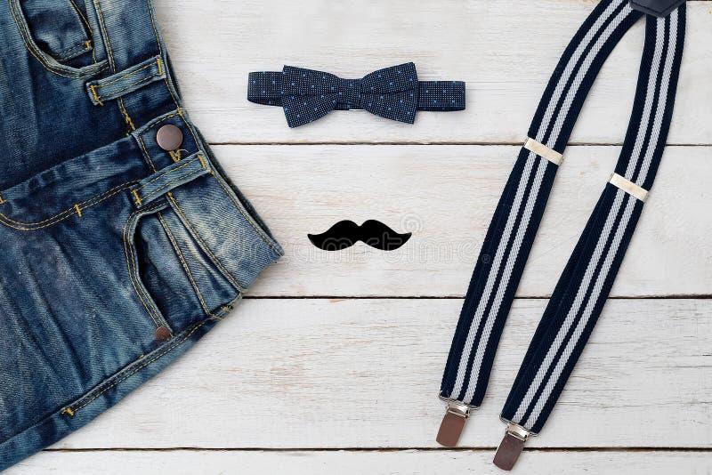 Аксессуары и одежды для маленького джентльмена фасонируйте малышей стоковое фото rf
