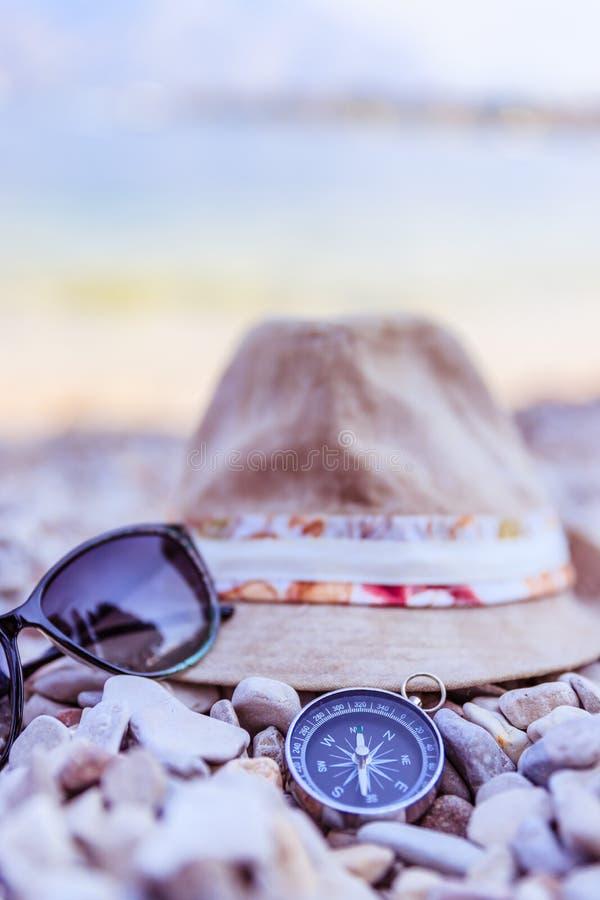 Аксессуары каникул летнего отпуска на пляже, Италии стоковое фото rf