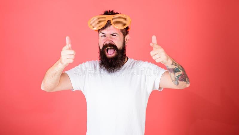 Аксессуар партии праздничный Концепция аксессуара детали партии Атрибут партии солнечных очков и стильный аксессуар Человек бород стоковые фото