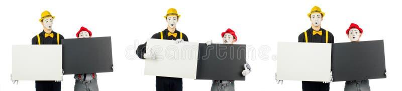 2 актера, пантомимы, держат пустые формы для текста Изолированный на белизне стоковая фотография rf